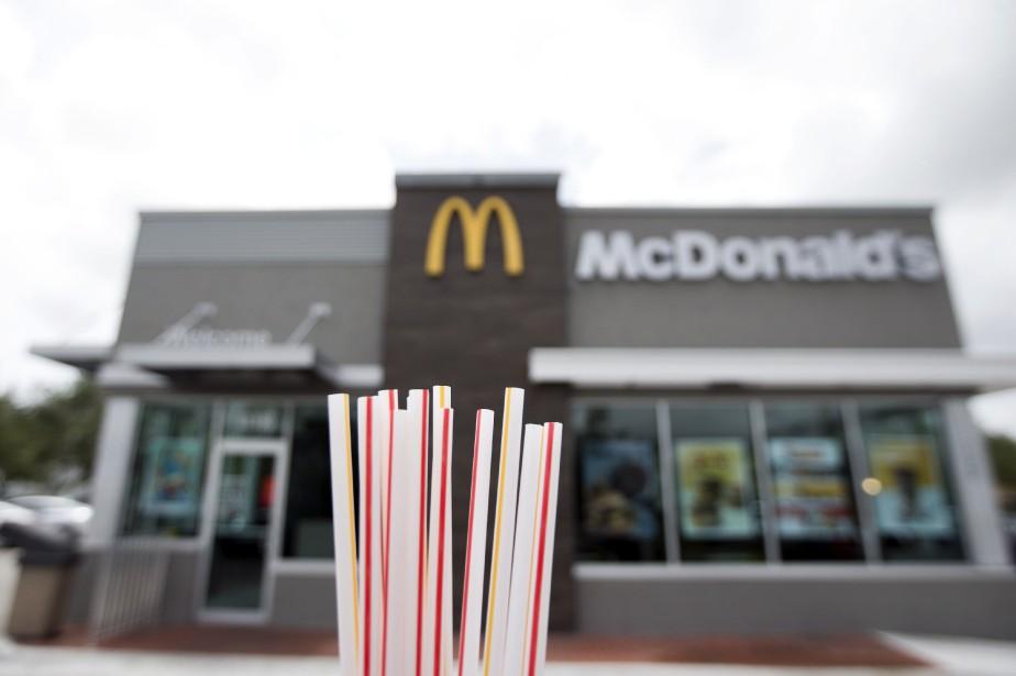 McDonald's va commencer à éliminer progressivement les pailles... (Photo Wilfredo Lee, Associated Press)