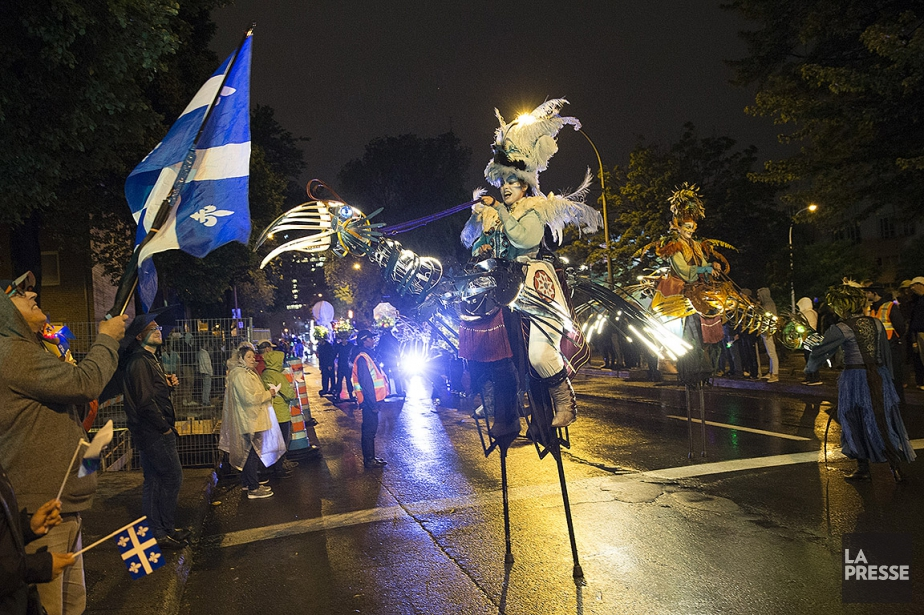 Photo prise hier à l'un des deux défilés... (Robert Skinner, La Presse)
