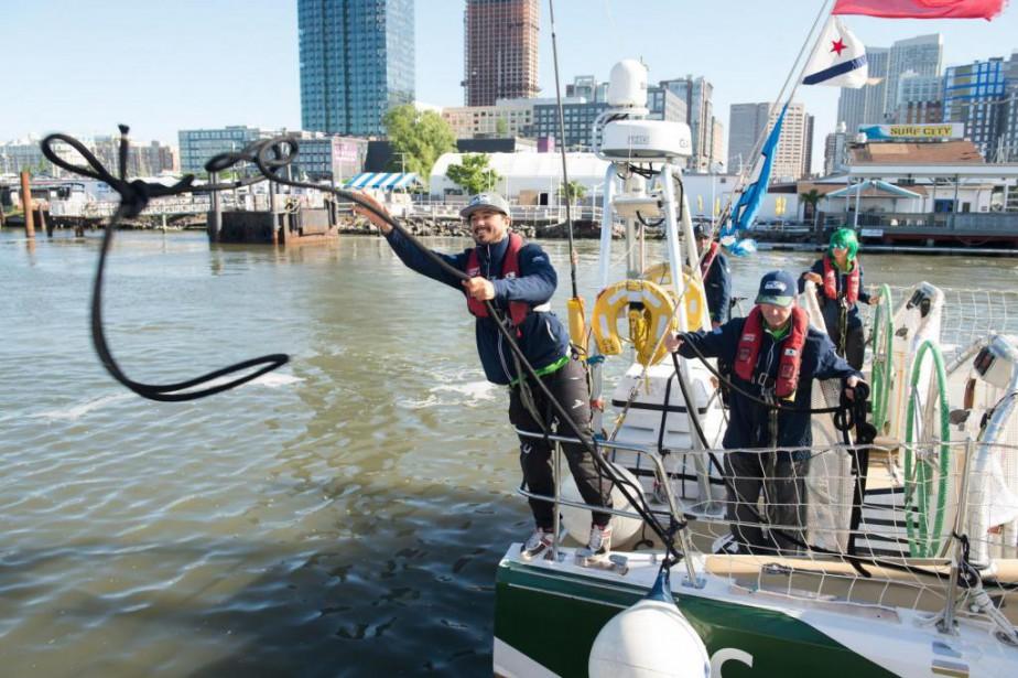 Simon DuBois dans un port de New York... (PHOTO FOURNIE PAR SIMON DUBOIS)