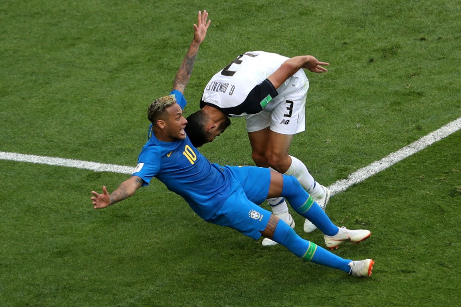 Giancarlo Gonzalez et Neymar.... (Photo Lee Smith, REUTERS)