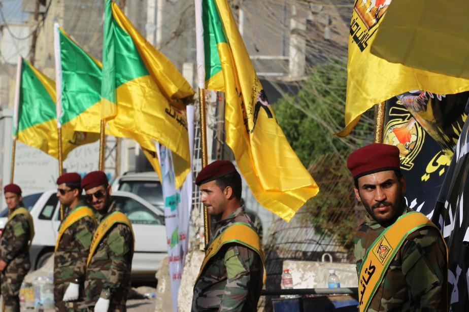 Des membres duHezbollah irakien participent à une parade... (PHOTO AFP)
