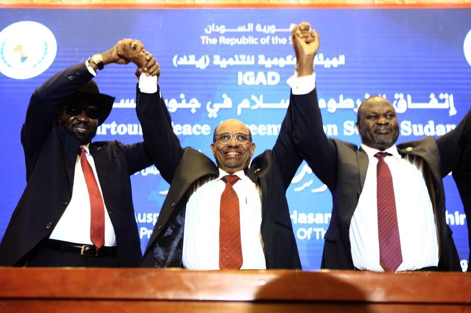 Salva Kiir (à gauche) et Riek Machar (à... (Pjhoto Ashraf Shazly, Agence France-Presse)
