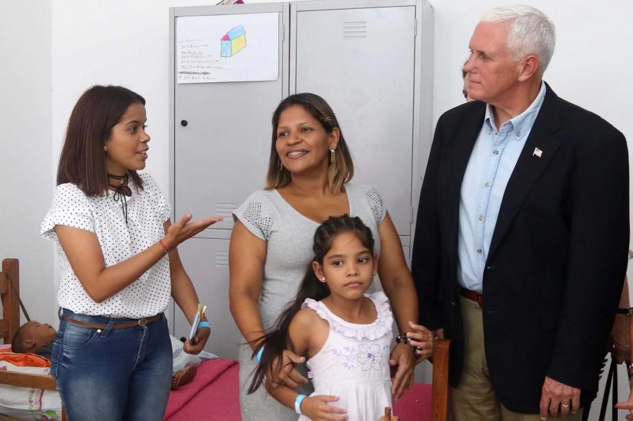 Mike Pence a visité mercredi un centre d'accueil... (PHOTO AFP)