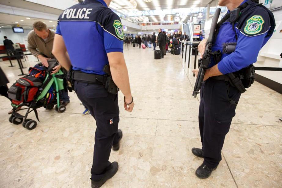 Les éditions Lonely Planet accusent les policiers suisses... (PhotoSalvatore Di Nolfi, Archives Associated Press)