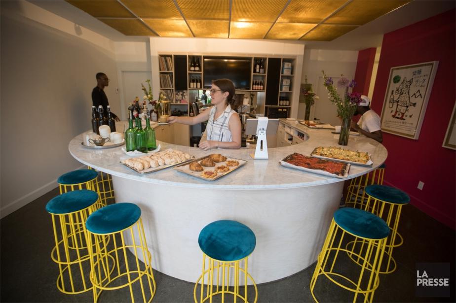 Le bar circulaire de 13 places favorise les... (PhotoIVANOH DEMERS, LA PRESSE)