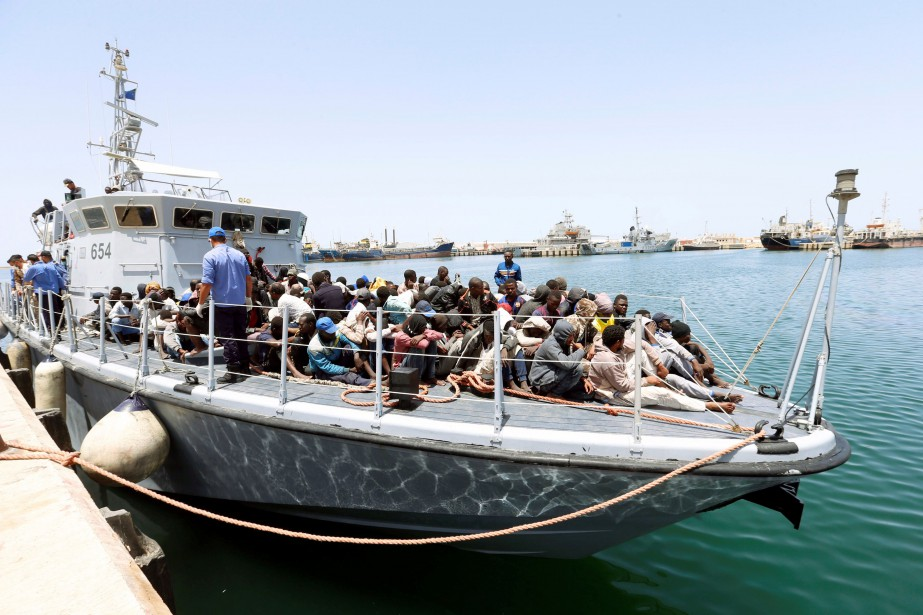 La marine libyenne a secouru des centaines de... (Photo Ismail Zitouny, Reuters)