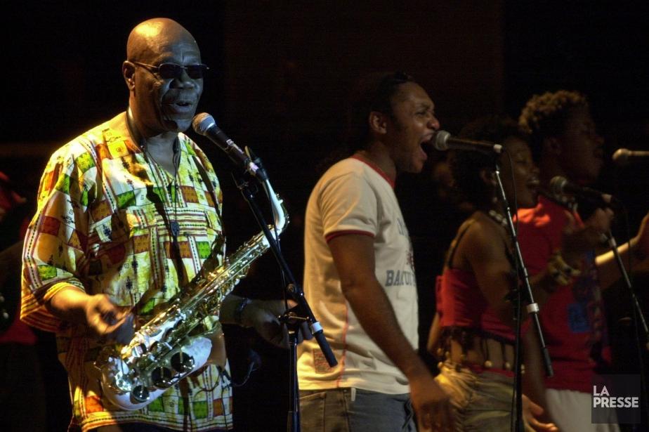 Le saxophoniste et chanteur Manu Dibango en concert... (PHOTO Martin Chamberland, archives LA PRESSE)