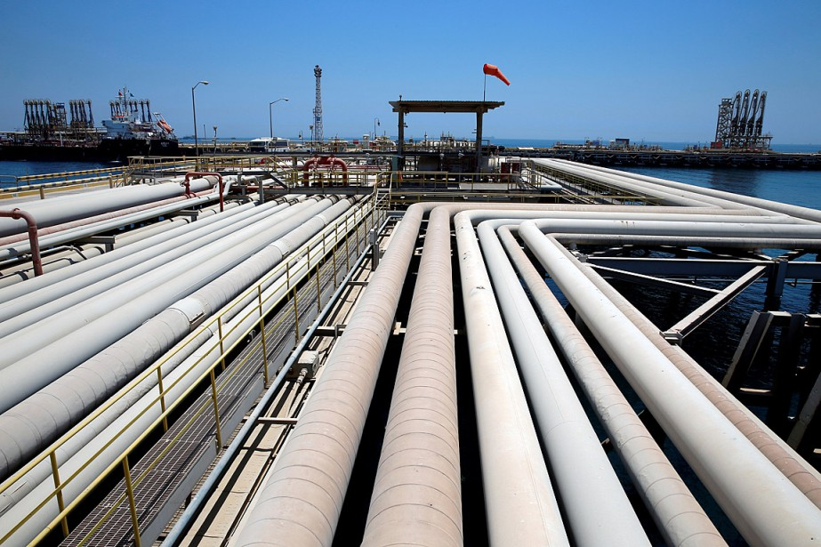 Un pétrolier est chargé au terminal pétrolier de... (PHOTO AHMED JADALLAH, ARCHIVES REUTERS)