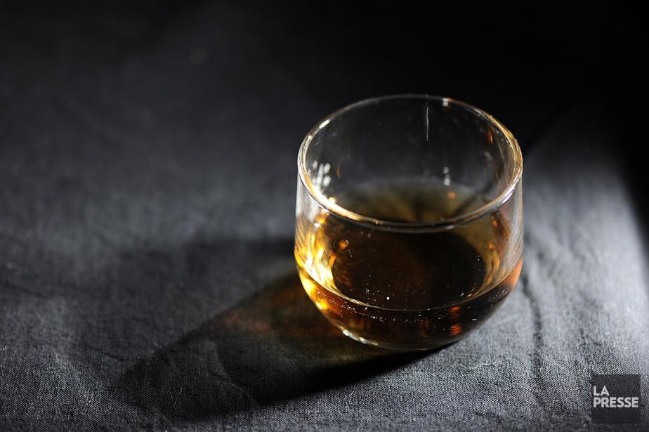 Les distillateurs canadiens craignent que les nouveaux tarifs... (BERNARD BRAULT, ARCHIVES LA PRESSE)