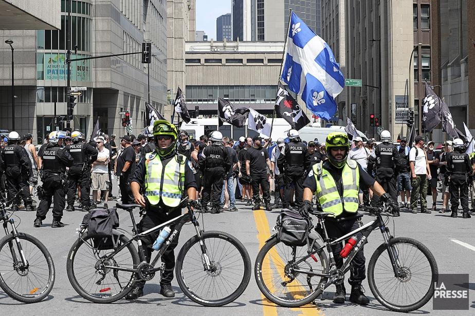 Les policiers étaient nombreux pour s'assurer qu'il n'y... (Robert Skinner, La Presse)