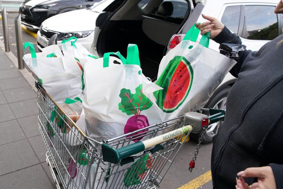 Les deux grandes chaînes de supermarchés avaient annoncé... (REUTERS)