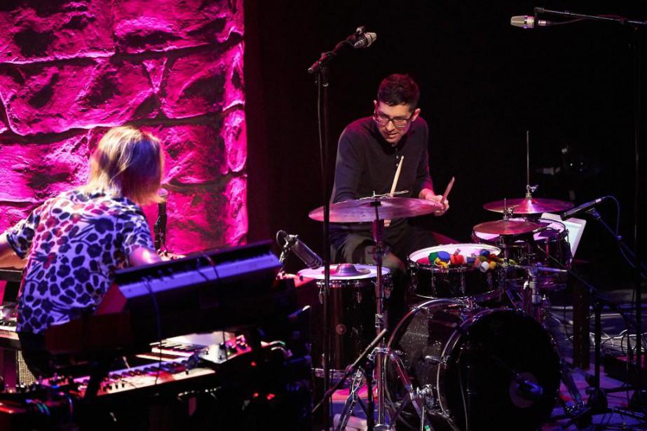 Le percussionniste et compositeur MarkGuiliana (à droite) et... (Photo André Pichette, La Presse)
