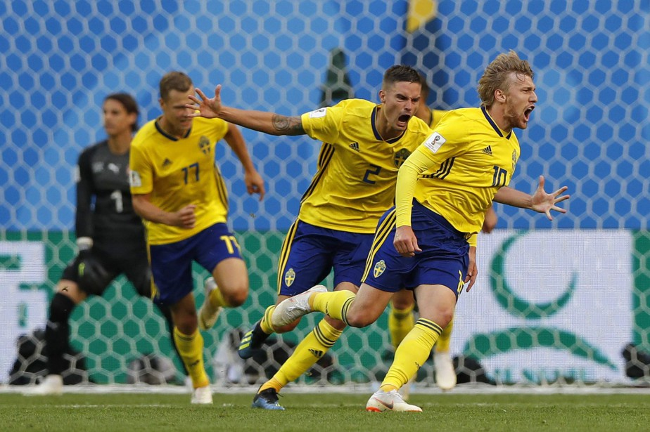 Emil Forsberg (à droite) a marqué l'unique but... (Photo Darko Bandic, AP)