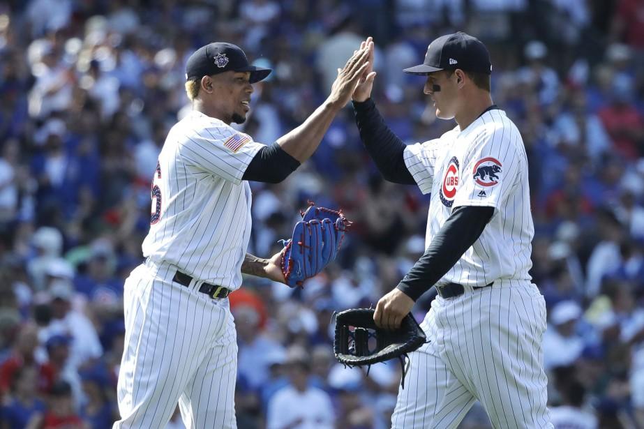 Pedro Strop (à gauche) et Anthony Rizzo se... (Photo Charles Rex Arbogast, Associated Press)