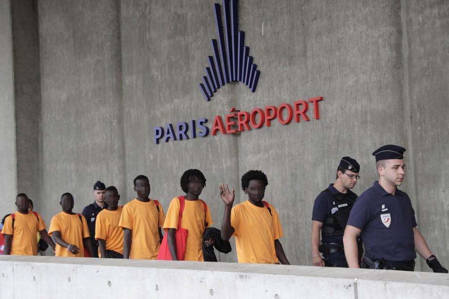 Les réfugiés sont arrivés en début de matinée... (AFP)