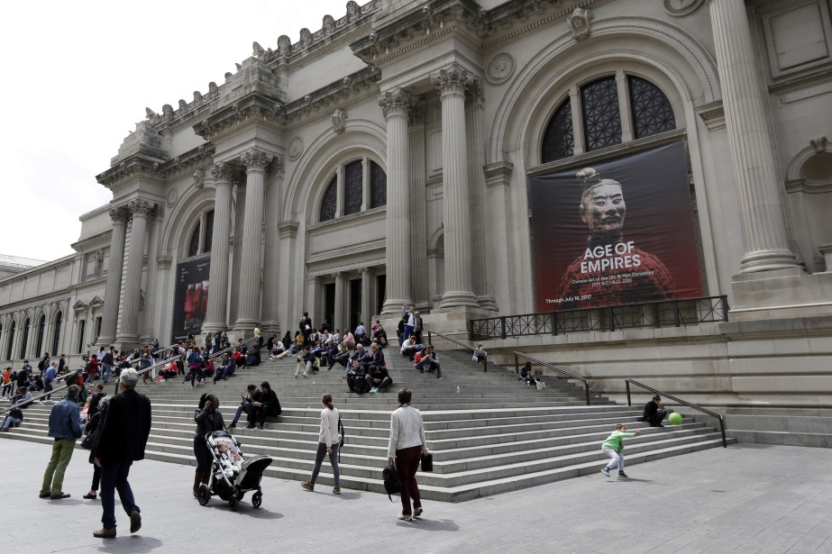 Les touristes qui visitent le vénérable Metropolitan Museum... (Photo Richard Drew, archives Associated Press)