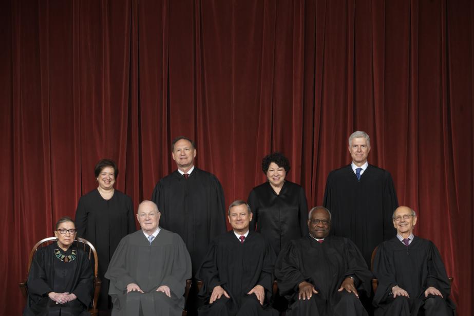 Les neuf juges de la Cour suprême, avant... (Photo Franz Jantzen, Supreme Court Curators Office)