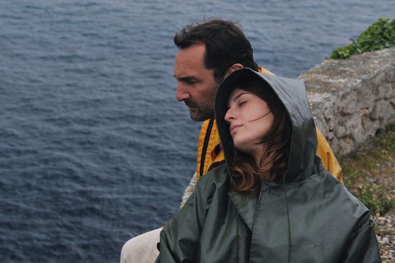 Gilles Lellouche et Maria Valverde dans Plonger... (Photo fournie par AZ Films)