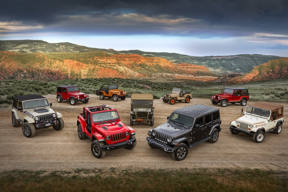 All-new 2018 Jeep Wrangler Rubicon and Sahara with various historical Wrangler vehicles. Photo fournie par Jeep (La Presse)