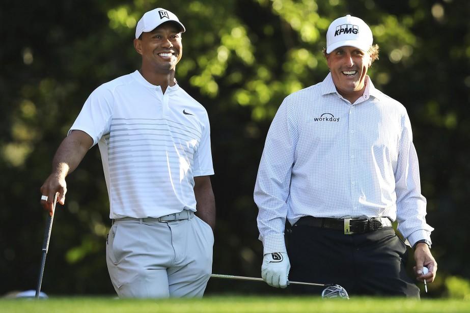 Phil Mickelson (à droite) et Tiger Woods avaient... (Photo Curtis Compton, archives Associated Press)