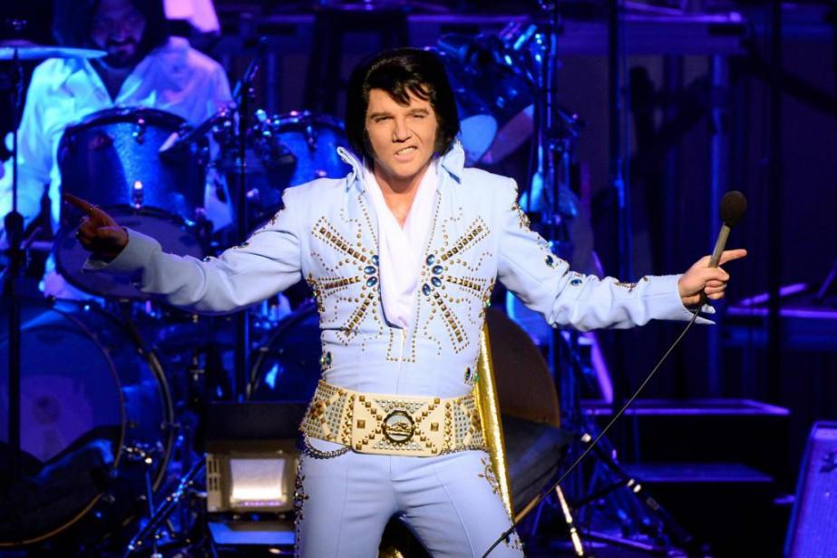 Martin Fontaine incarneElvis Presley sur les scènes du... (PHOTO BERNARD BRAULT, archives LA PRESSE)