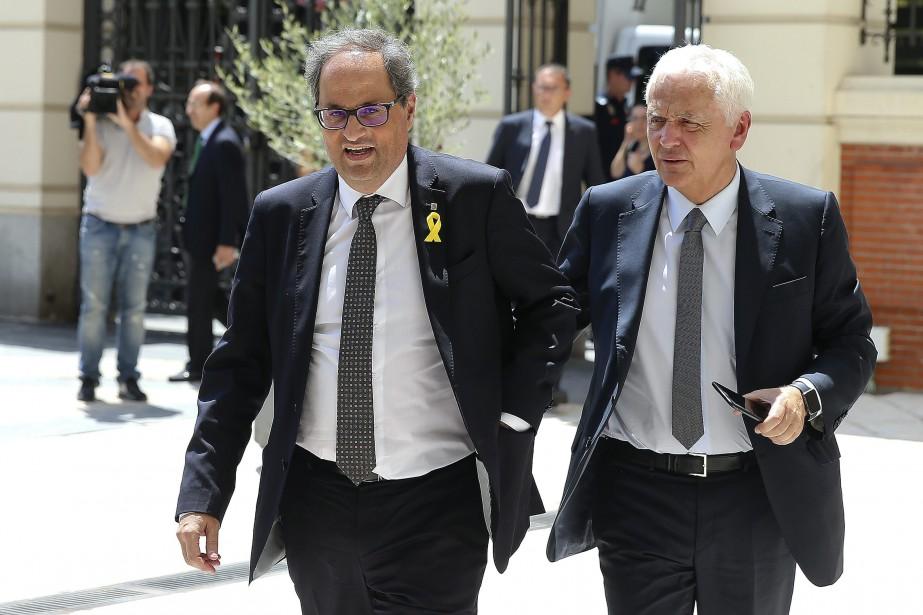 Le président indépendantiste catalan Quim Torra, à gauche.... (Photo Andrea Comas, AP)