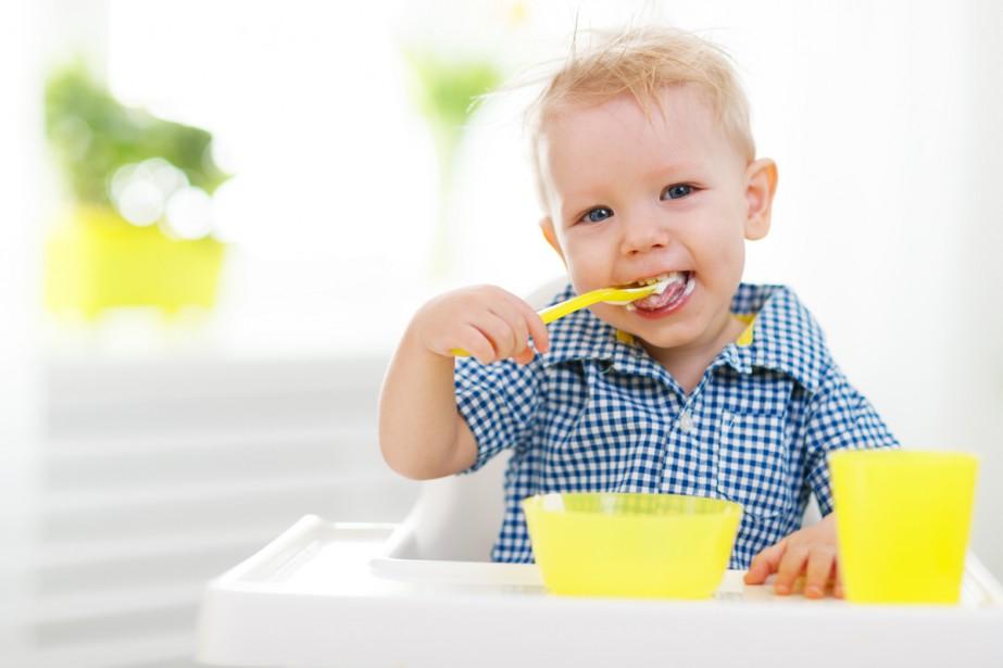 De nombreux parents donnent à leurs bébés de la nourriture... (PHOTO THINKSTOCK)