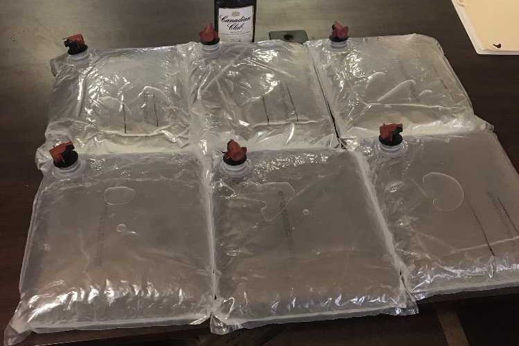 La police a saisiplusieurs litres d'alcool à 94% destinés à être vendus...