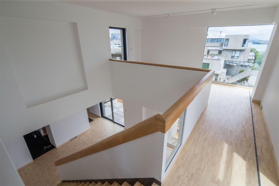 L'appartement compte quatre cubes disposés sur deux niveaux. À l'époque, il s'agissait du plus grand appartement du complexe. Moshe Safdie y a vécu avec sa famille aux tout débuts d'Habitat, mais il cherche aujourd'hui à le léguer à une entité publique (c'est d'ailleurs pourquoi il n'est pas encore meublé). | 10 juillet 2018