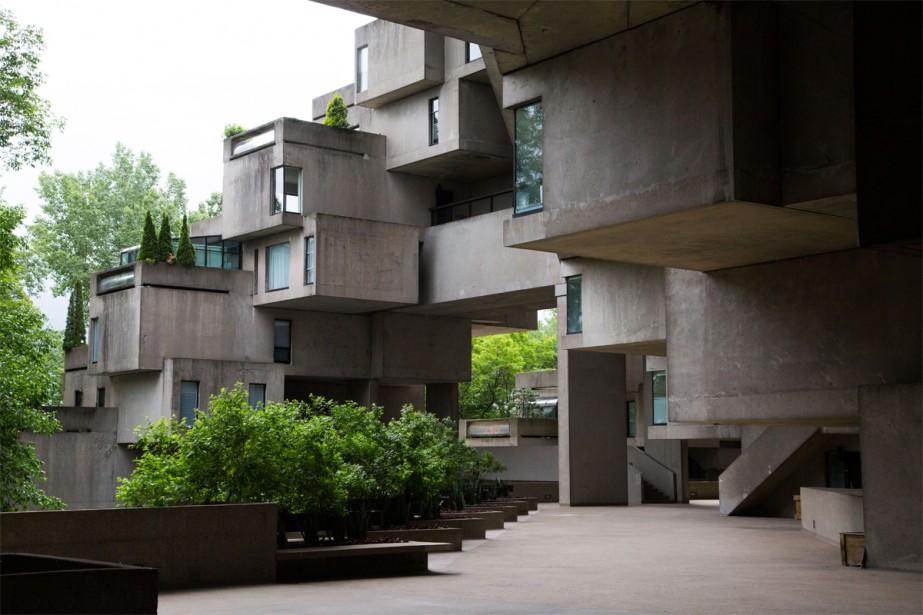 Moshe Safdie fêtera ses 80 ans la semaine prochaine, en même temps que son premier projet souffle ses 51 bougies. Malgré le temps qui s'est écoulé, l'architecte s'est beaucoup impliqué dans les rénovations de son appartement pour lui redonner son lustre tel qu'il l'avait imaginé. | 10 juillet 2018