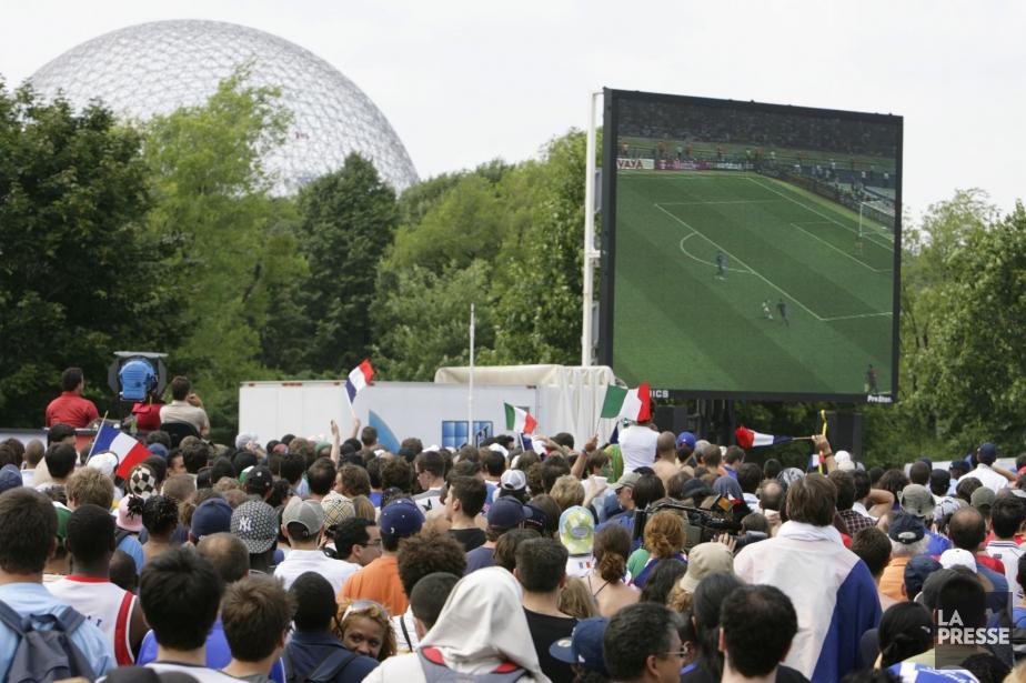 En 2006, un écran géant au parc Jean-Drapeau... (Photo David Boily, archives La Presse)