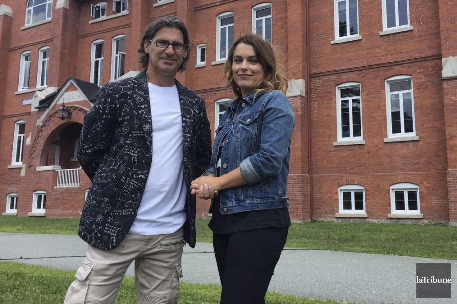 L'animateur Jean-René Dufort et la journaliste scientifique Marie-Pier... (Photo La Tribune)