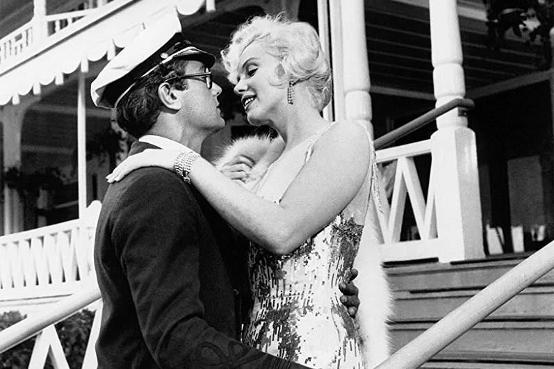Tony Curtis et Marilyn Monroe dans Some Like... (Photo tirée d'IMDb)