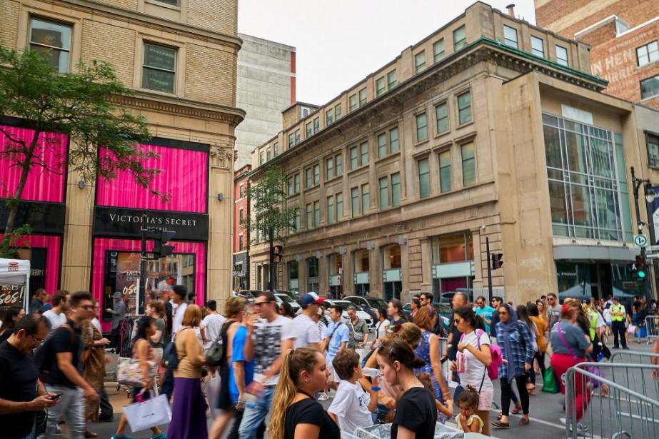 À gauche, la boutique de Victoria's Secret. À... (Photo André Pichette, La Presse)