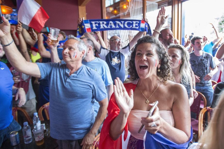 La plus grande concentration de supporteurs des Bleus... (Photo archives La Presse canadienne)