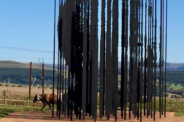 Sur le lieu d'arrestation de Mandela passent des... (Photo Aline Apostolska, collaboration spéciale)