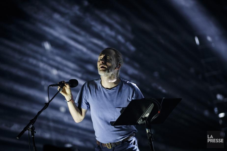 Thom Yorke, chanteur de Radiohead, sur la scène... (PHOTO OLIVIER JEAN, LA PRESSE)