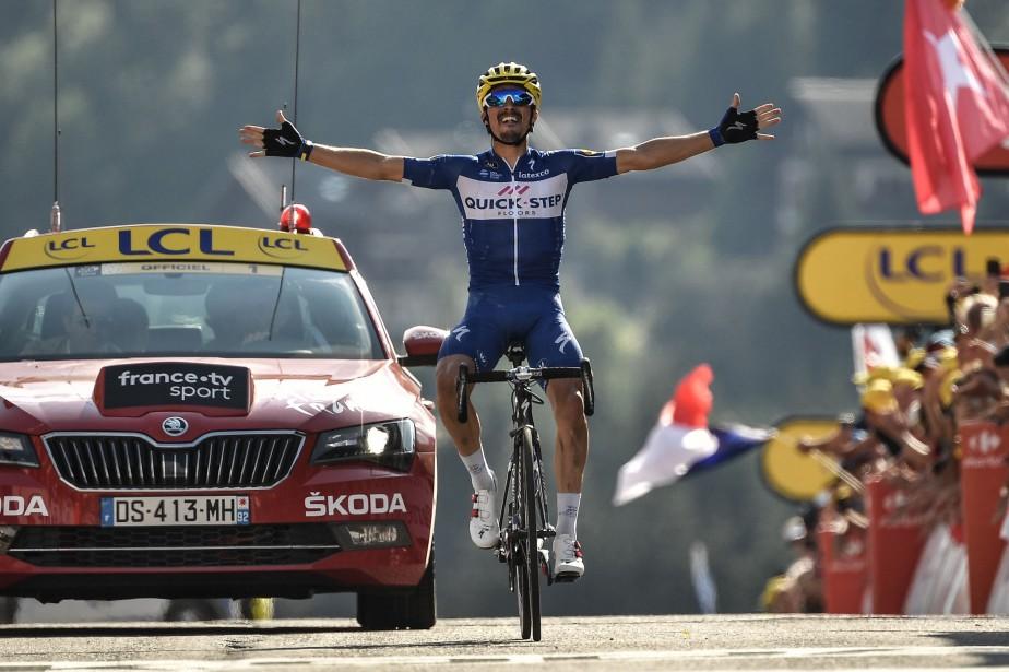 Le Français Julian Alaphilippea signé sa première victoire... (Photo Marco Bertorello, AFP)