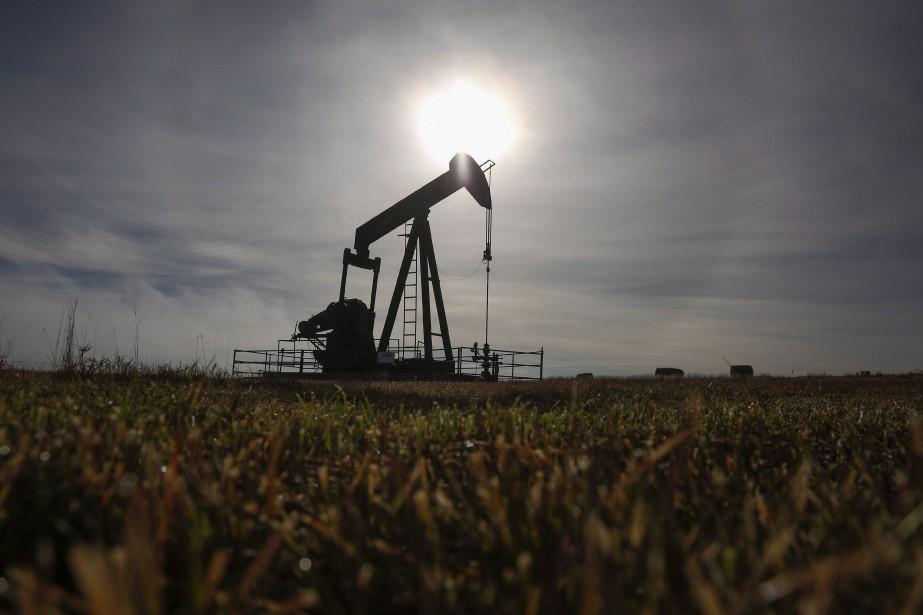 Les réserves américaines d'essence ont baissé de 3,2... (PHOTO ARCHIVES LA PRESSE CANADIENNE)