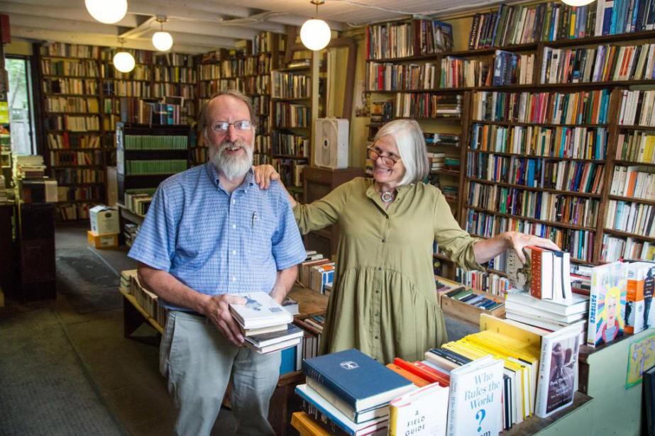 Adrian King-Edwards et Donna Jean-Louis, de la librairie... (PHOTO MARTIN TREMBLAY, LA PRESSE)
