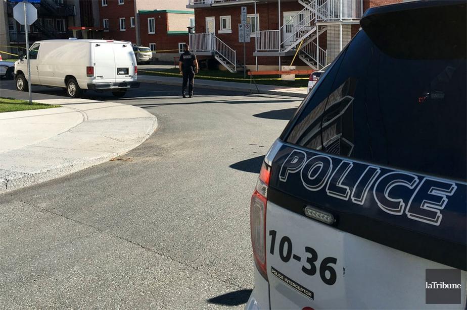 Le meurtre est survenu dans un immeuble situé... (Photo René-Charles Quirion, La Tribune)