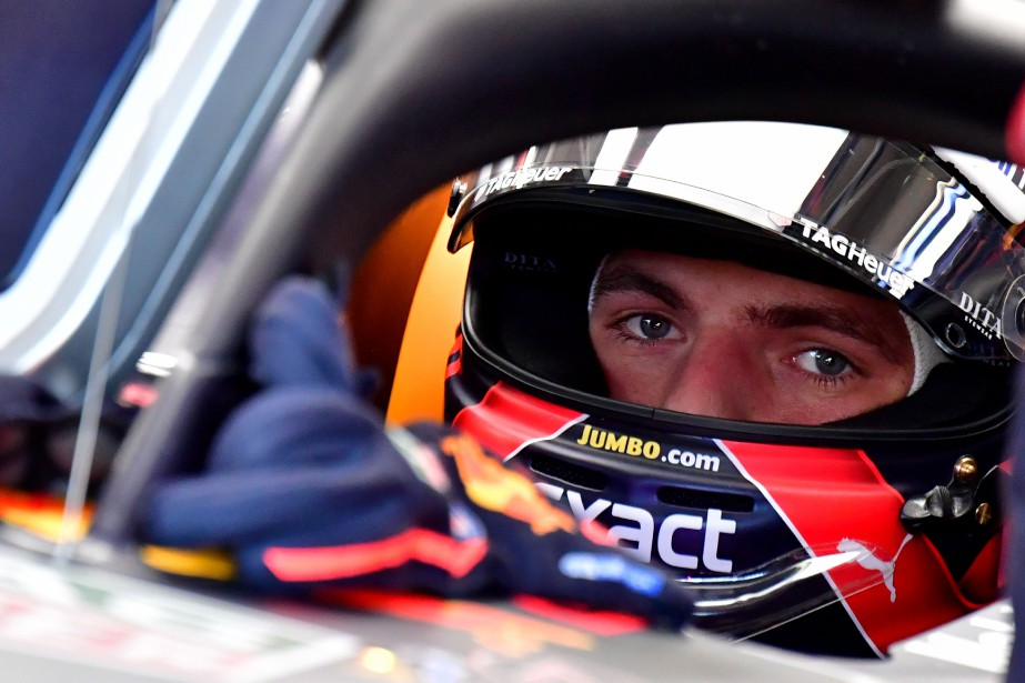 Le Néerlandais Max Verstappen attend le feu vert... (photo AFP)