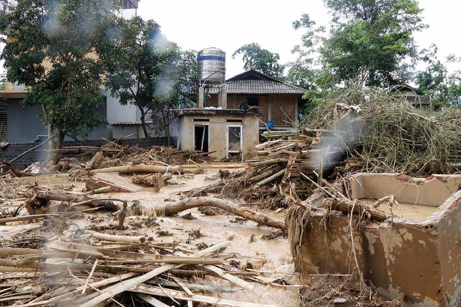 Le typhonSon Tinharrivé sur les terres mercredi, a... (PHOTO ANH TUAN, AGENCE FRANCE-PRESSE)