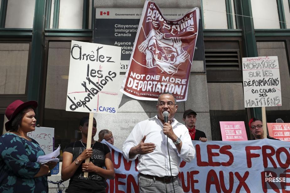 Les militants pour le droit des réfugiés dénoncent... (PHOTO ROBERT SKINNER, LA PRESSE)