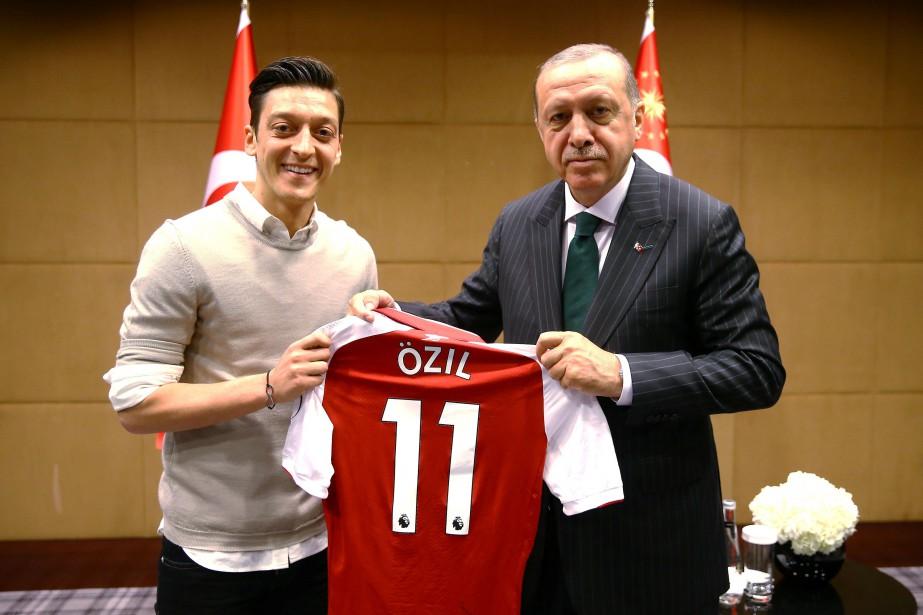 Özil quitte la sélection allemande en évoquant le «racisme» | Soccer