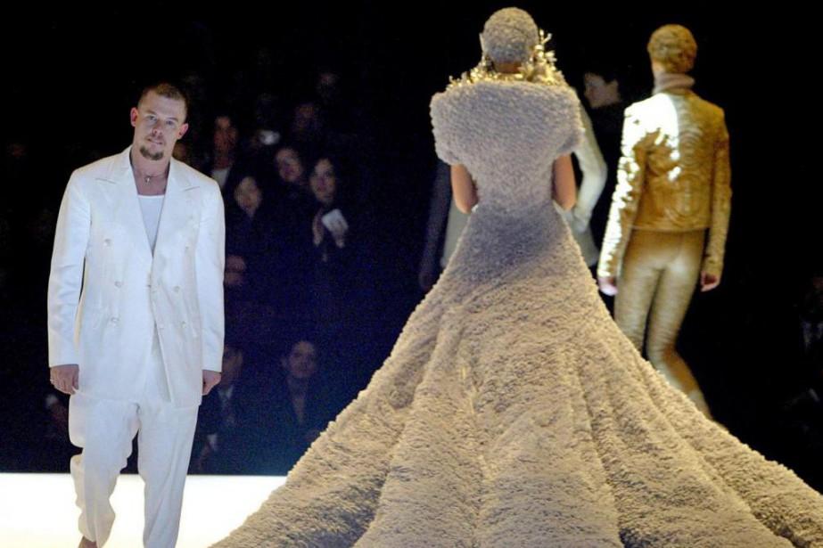 Alexander McQueen est un personnage insaisissable, intense, extravagant,... (photo philippe wojazer, archives reuters)