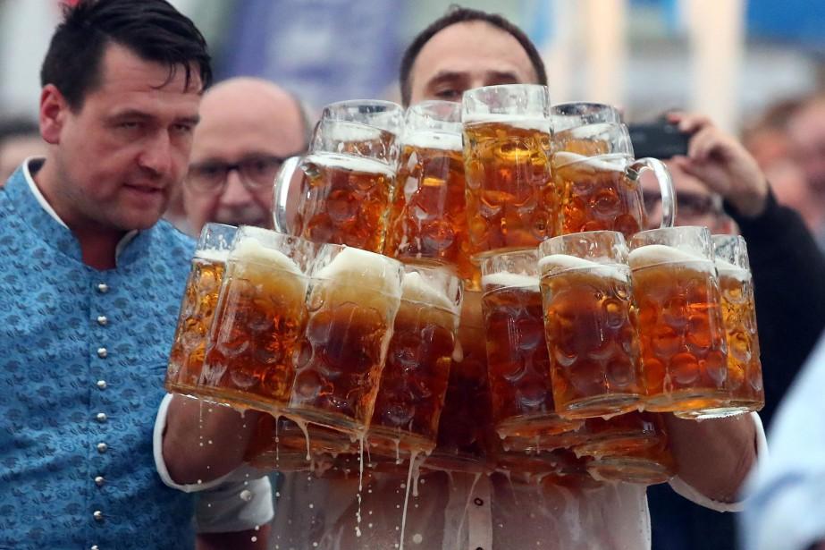 Les Allemands ont bu en moyenne 101 litres... (Photo Michael Dalder, archives Reuters)