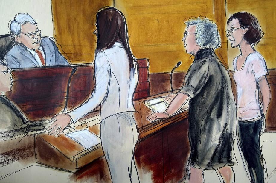 Clare Bronfman (à droite) a plaidé non coupable... (PHOTO AP)