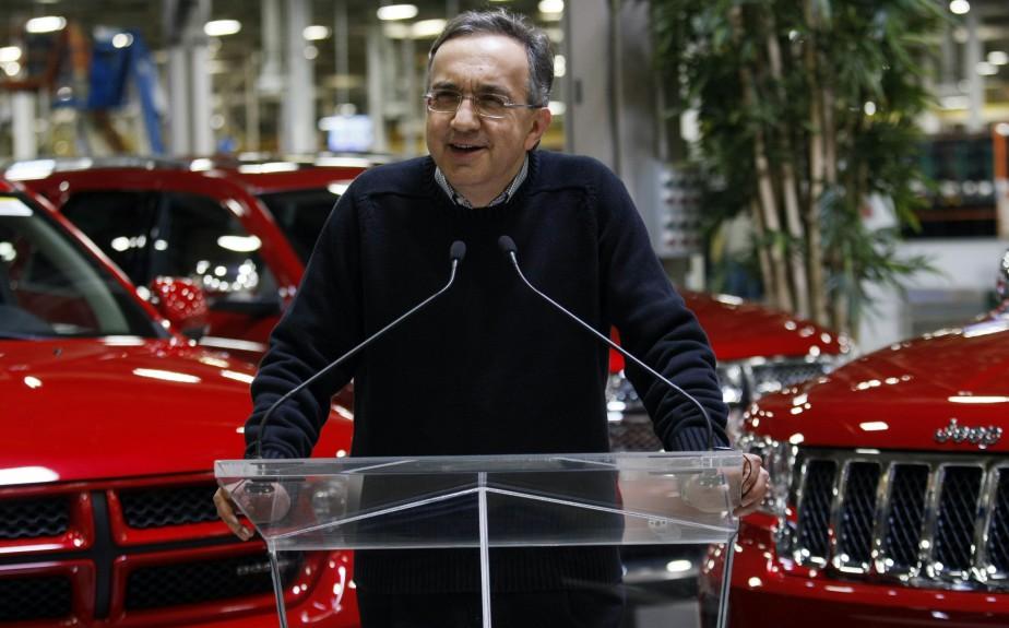 Sergio Marchionne s'adressant aux employés et aux médias à l'usine d'assemblage Chrysler Jefferson North à Détroit le 28 avril 2011. Marchionne y avait annoncé que la compagnie rembourserait en avance des prêts d'urgence de 7 milliards de dollars US consentis par les gouvernements canadiens et américain consentis en 2009. (Reuters)