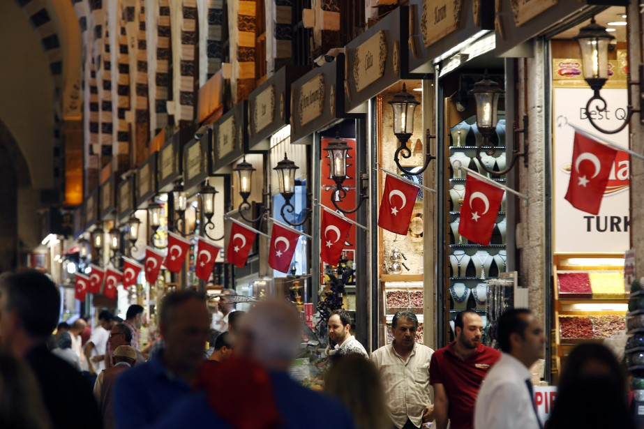 Un marché à Istanbul, en Turquie.... (Photo Lefteris Pitarakis, Associated press)